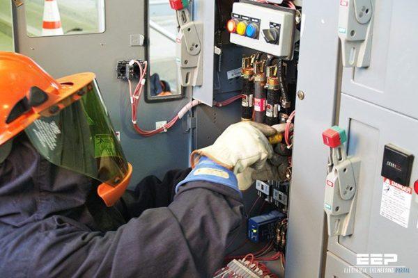 Specialist in kleding voor elektrische veiligheid Markeert